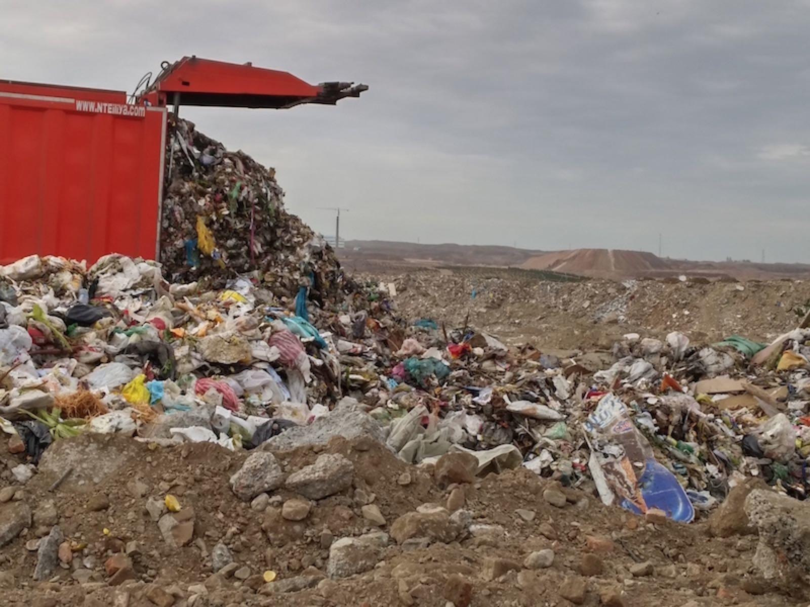 محل دفن زباله بايد از شهر و مناطق مسكوني دور باشد